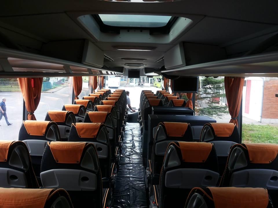 stup-vrsac-autoprevoznik-iznajmljivanje-autobusa-mercedes-benz-tourismo-15hd-unutrasnjost