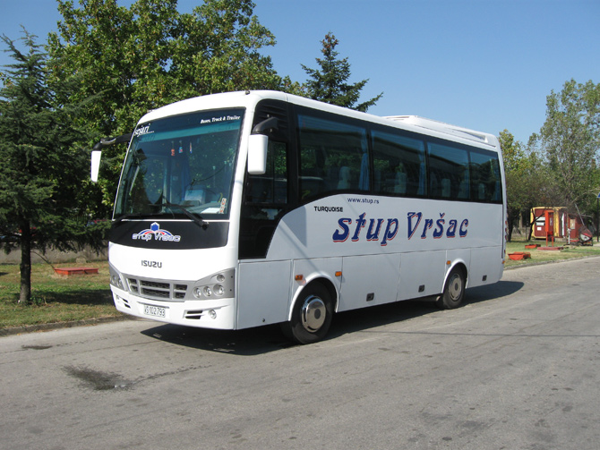 stup-vrsac-iznajmljivanje-autobusa-isuzu-turquoise-unutrasnjost