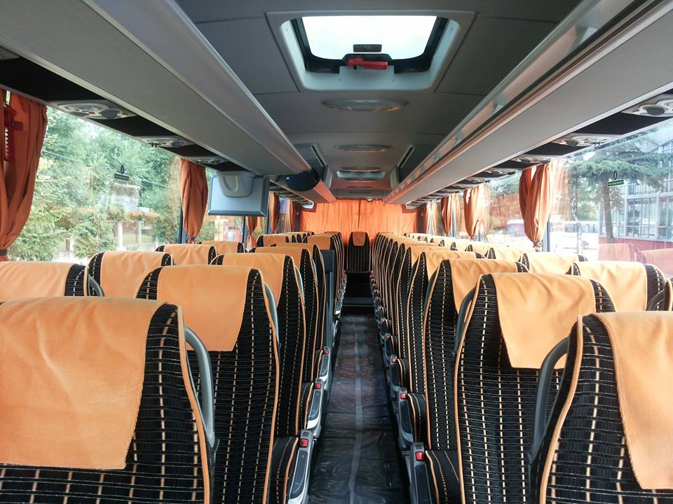 stup-vrsac-iznajmljivanje-autobusa-mercedes-benz-tourismo-15hd-unutrasnjost